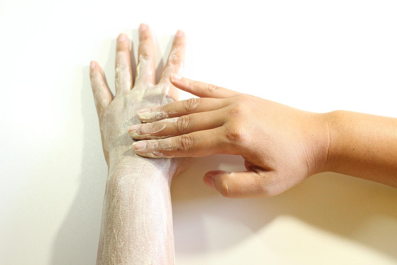 Czym są peelingi i dlaczego warto ich używać?