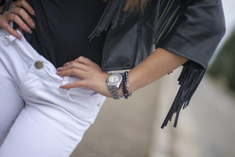 Jak nosić białe spodnie? Kilka przydatnych wskazówek