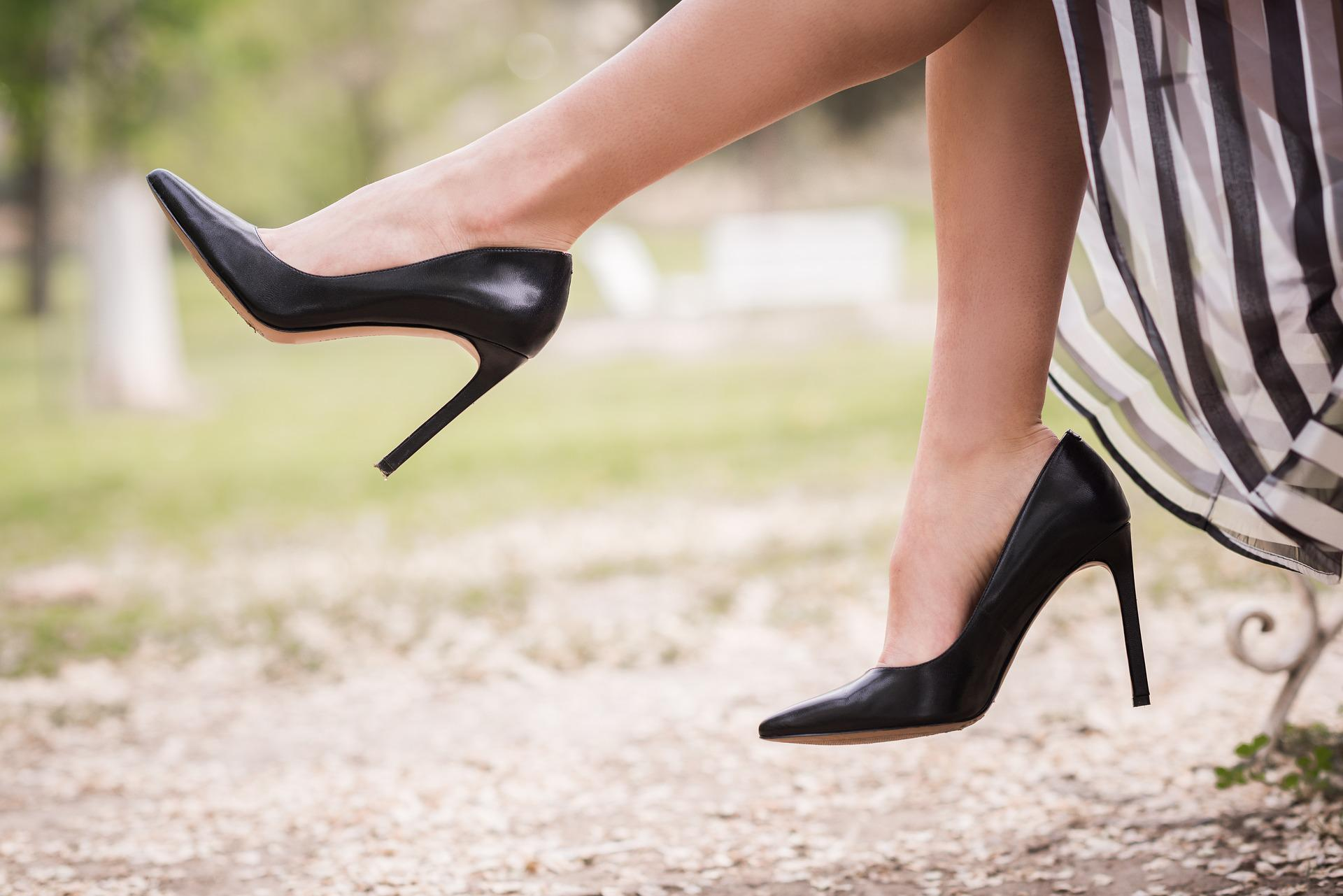 Jak dobrać kolor butów do stylizacji?