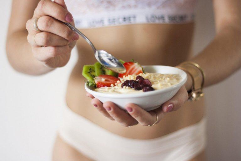 Catering dietetyczny – jak dobrać kaloryczność diety pudełkowej?