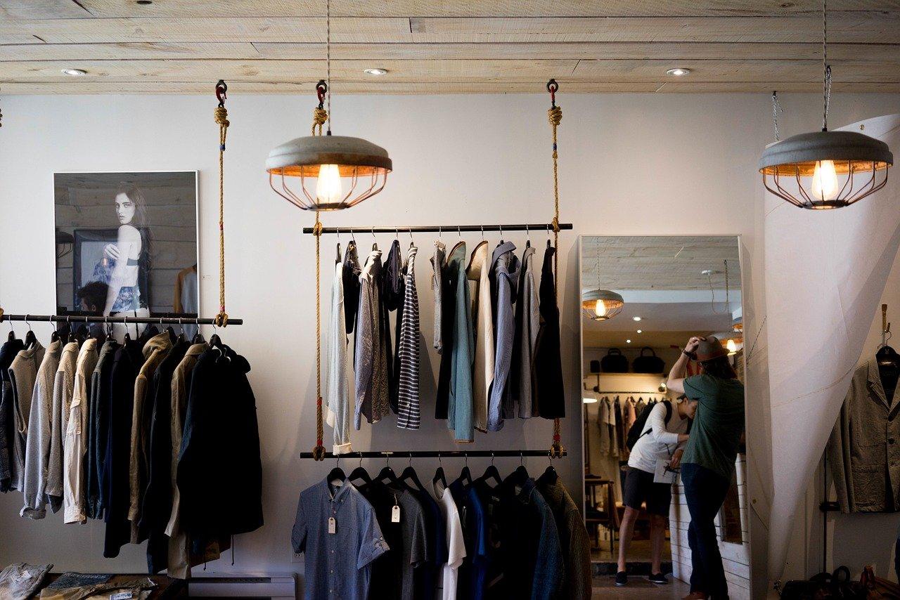 Czy warto korzystać z hurtowni odzieży damskiej?